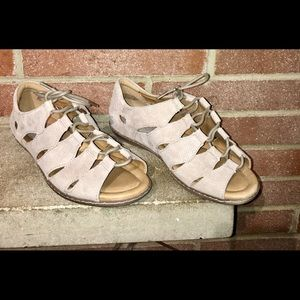 Earth Woman's Sandals Plover Wide lace up size 8D